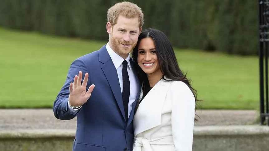 "#RoyalWedding ""Streaming Live"""